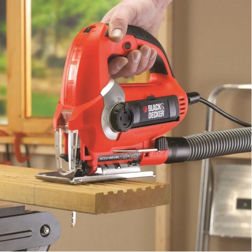 Для очистки от опилок к электролобзику можно подключить пылесос
